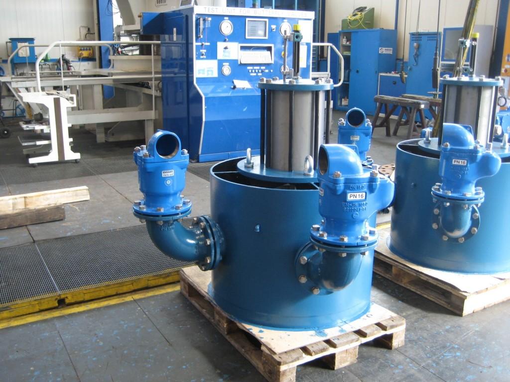 vacuum breaker with air valves
